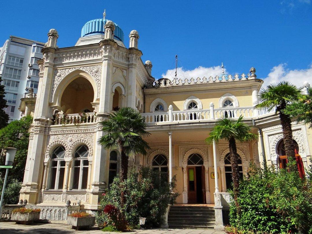 Дворец эмира Бухарского снаружи и изнутри