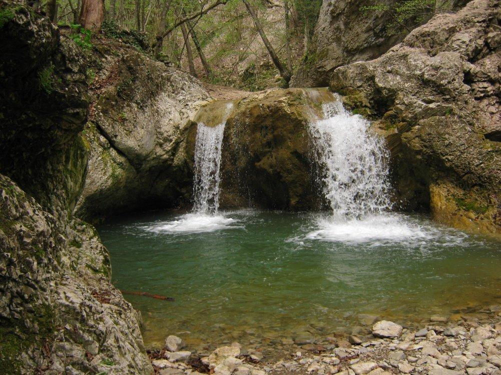 Посетите Арпатские и Черемисовские водопады на машинах vprokate.su
