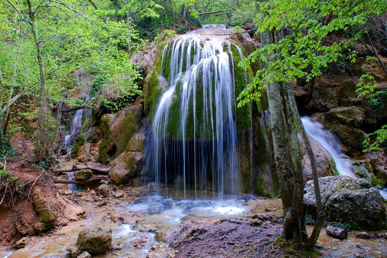 Можете ознакомиться с водопадом Серебряные струи на автомобиле vprokate.su