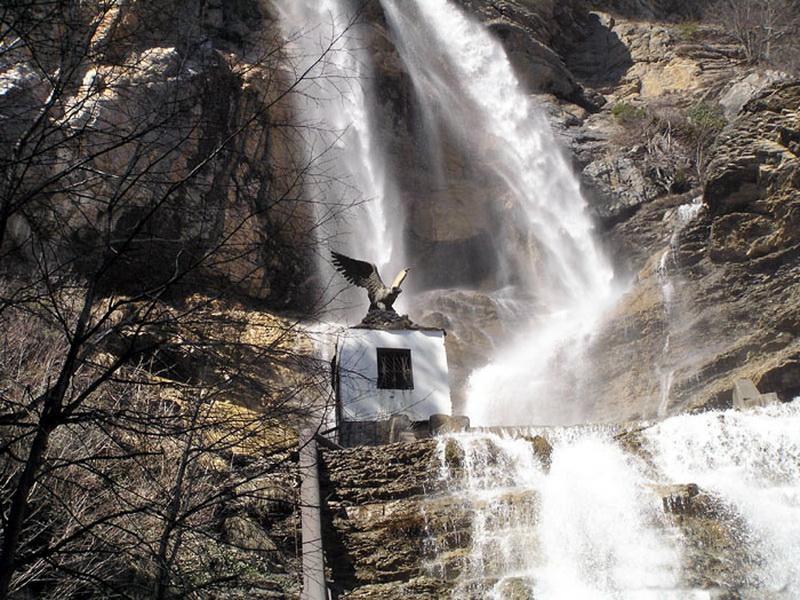 Посетите водопад Учан Су с vprokate.su