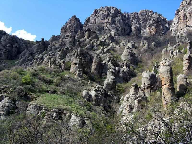 Посетите Урочище Демерджи и Долину Привидений на авто vprokate.su
