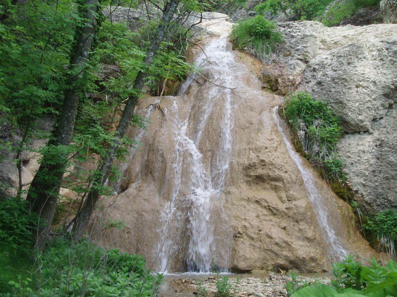 К Ускутским и Черемисовским водопадам легко добраться на машинах vprokate.su