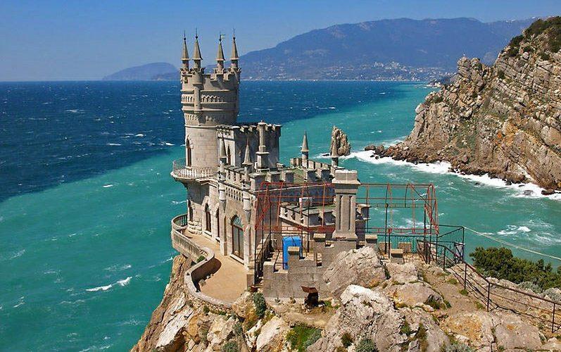 узнаваемая достопримечательность Крыма ласточкино гнездо