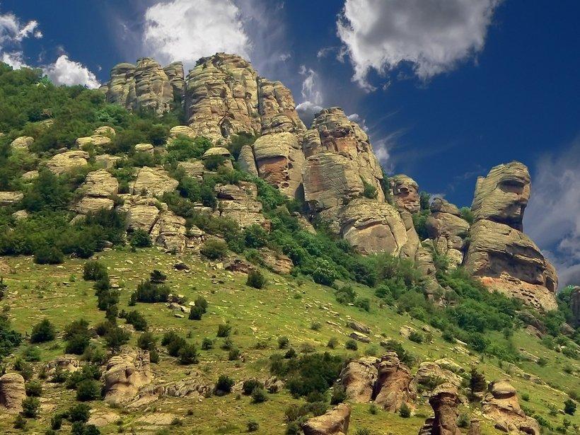 Гора Демереджи и Долина привидений