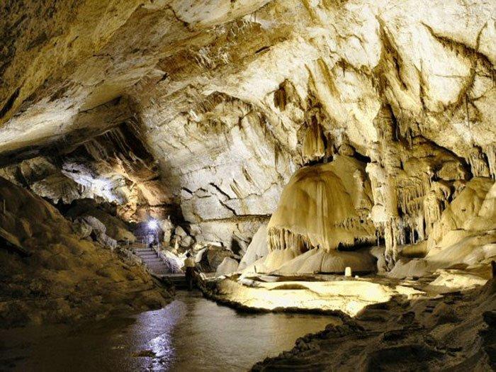 Пещеры, водопад и легендарная высота
