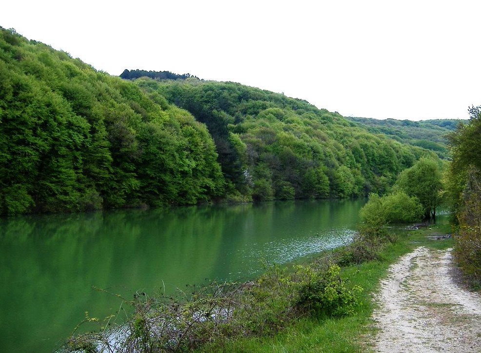 На краю села Терновка расположилось озеро
