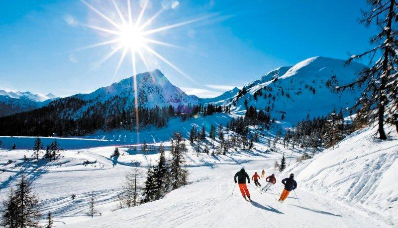 Полуостров летом и зимой — два разных места. Когда тепло, здесь шумно и ярко. С наступлением холодов сюда приходит особое очарование, появляются другие природные краски и возможности для отдыха. Все внимание гостей притягивают горнолыжные курорты Крыма, расположенные на Ай-Петри, Ангарском перевале и Чатыр-Даге.
