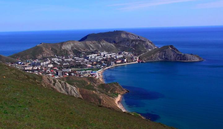 Поселок Орджоникидзе: пляжный отдых в красивом месте